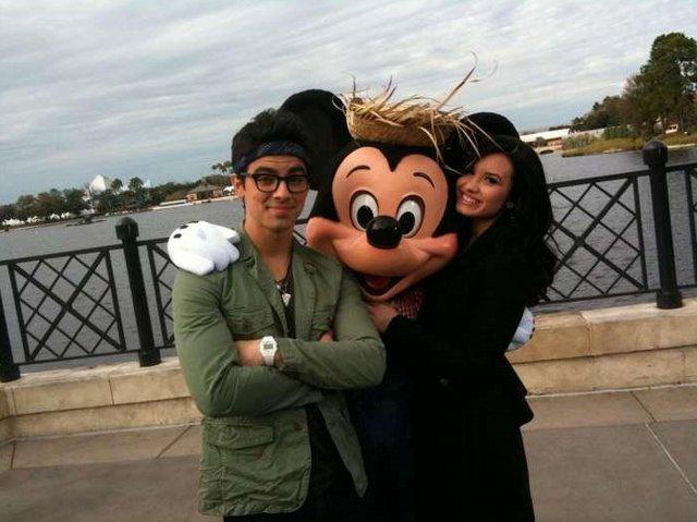 Joe, Mickey oraz Demi